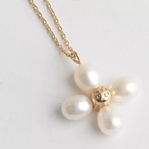 TORY BURCH PEARL CLOVER GOLD TONE PENDANT NECKLACE